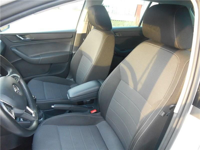 voiture d occasion skoda rapid spaceback 1 6 tdi 90 ch cr fap greentec st maximin. Black Bedroom Furniture Sets. Home Design Ideas